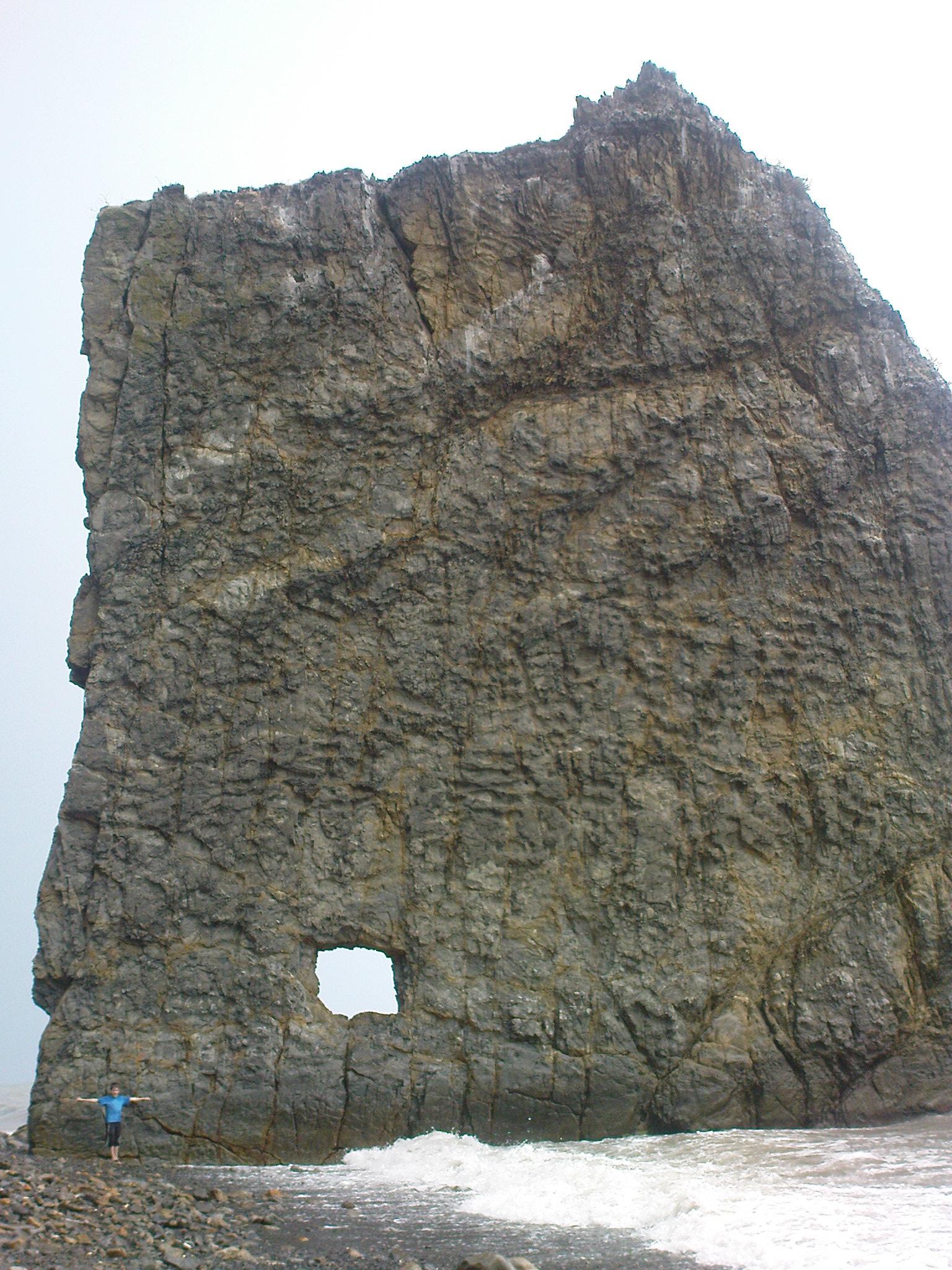 кот скала Парус Прасковеевка Черное море во время шторма